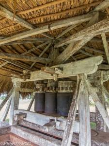 Le moulin à boeufs pour la canne à sucre, joliment restauré