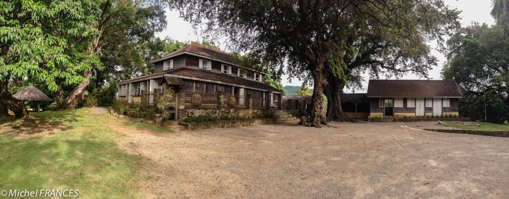 Un autre panoramique : à droite le bâtiment de l'ancienne cuisine