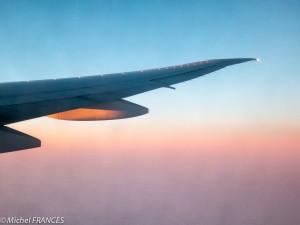 A tire d'ailes vers l'Europe, au lever du soleil